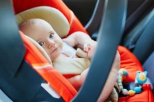 Babyschale im Auto