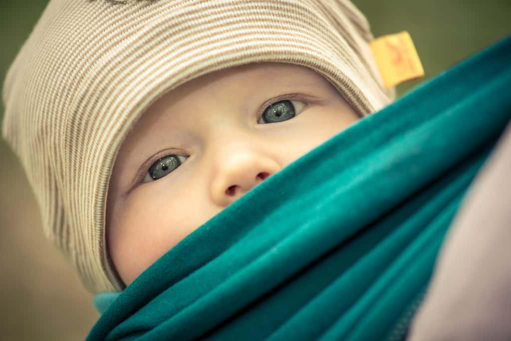 Baby in der Tragejacke