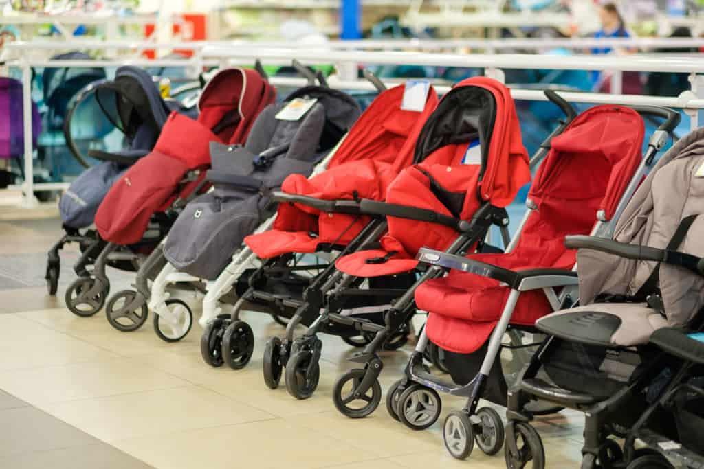 Vielfalt der Kinderwagen und Kinderwagen